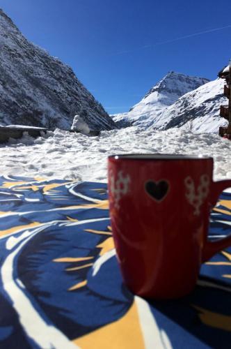 Boire un café sur la terrasse de la Piatou