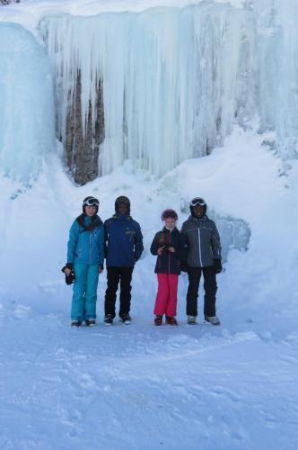 Faire une photo sous la cascade de glace, piste des Alouettes
