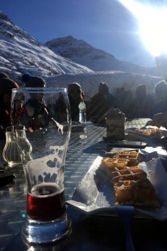 Boire une bière myrtille et manger des gaufres chez Mumu, à l'Ecot