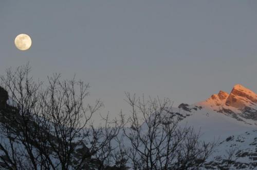Regarder le Soleil se coucher et la Lune se lever