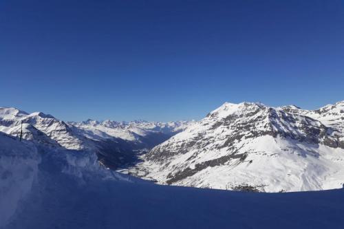 S'arrêter un moment au sommet du domaine skiable, à 3050M